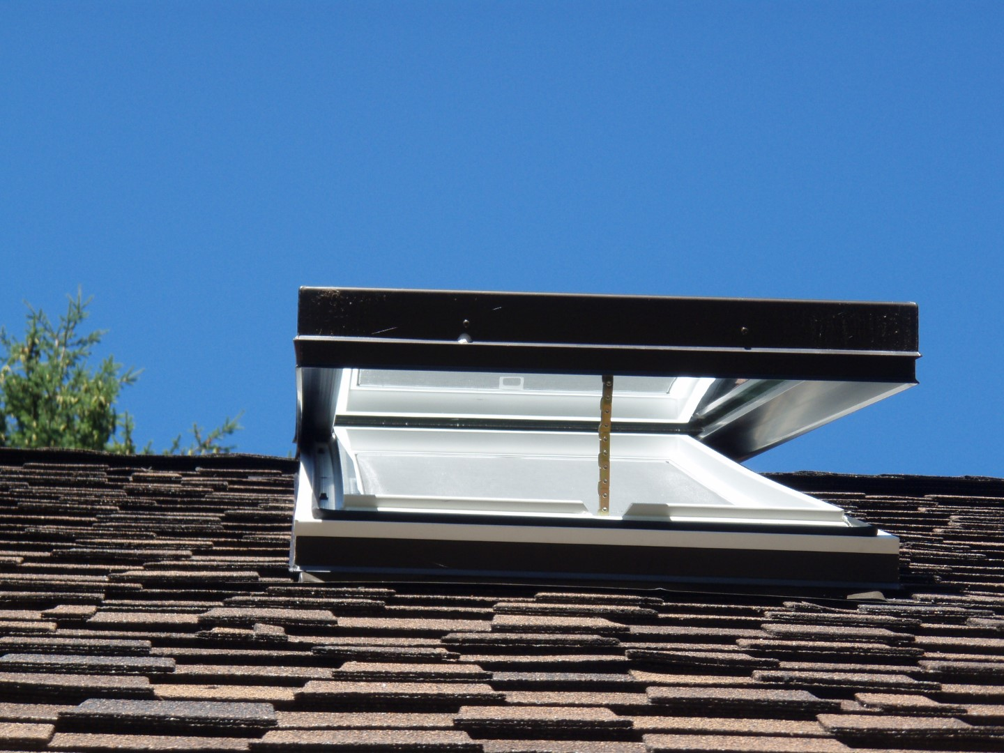 Standard Curb Mount   Opening Skylights